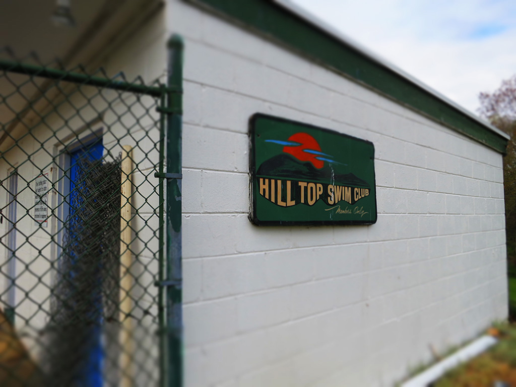 (c)JerseyStyle_Photography_HilltopSwimClubSign_IMG_3426