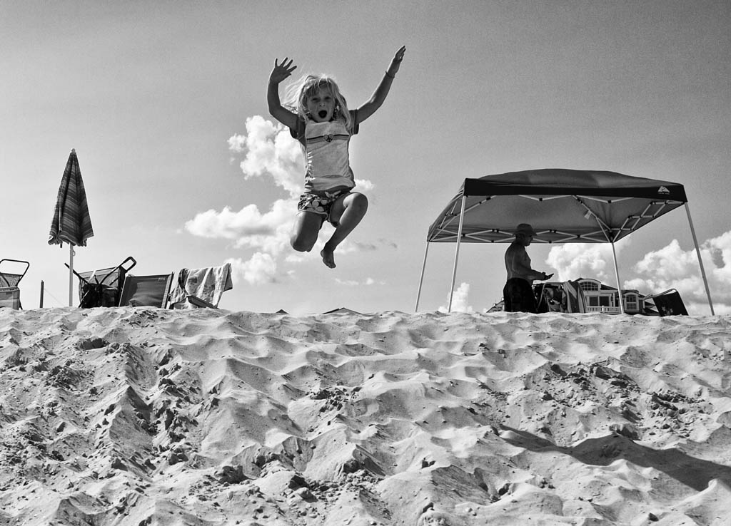 (c)JerseyStyle_Photography_Liv Leaps2_BW_OceanCityNJ_August2013_MG_0367