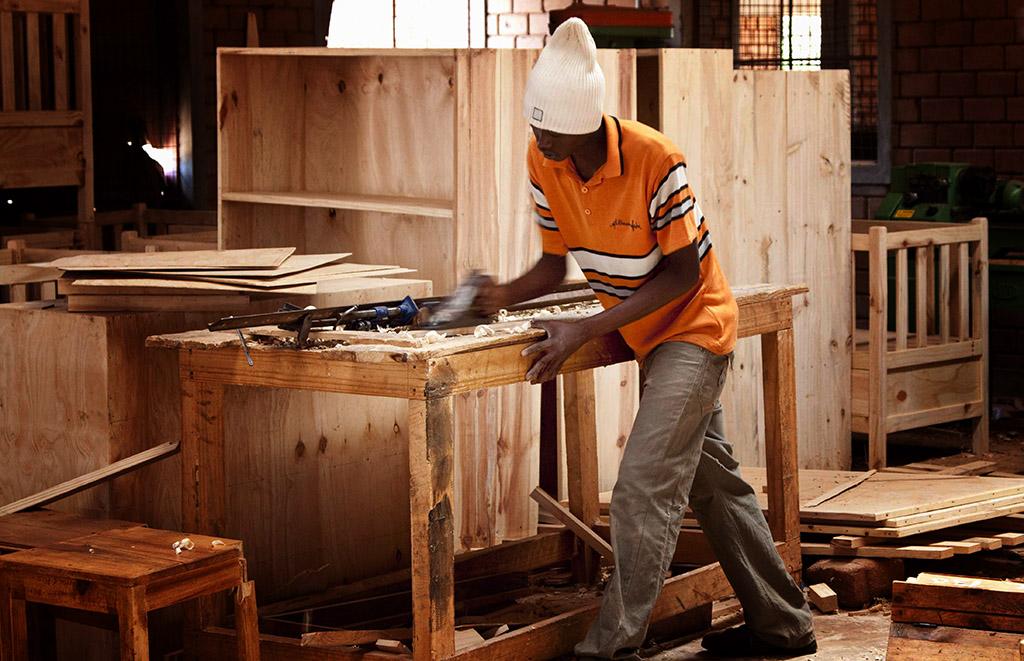 (c)JerseyStyle_Photography_Nyumbani woodworker_2011_5155