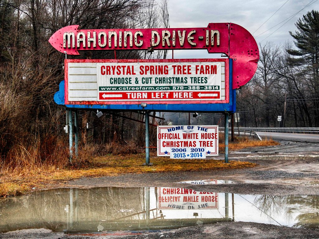mahoning-drive-in-sign_012017_mg_2513