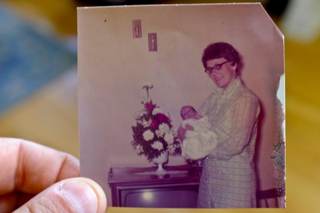 Mom_May 1970_DSCF7722